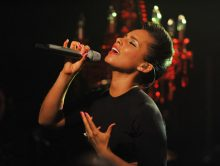 Alicia Keys zingt 'national anthem'