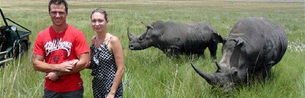 Jonge vrouw aangevallen door neushoorn