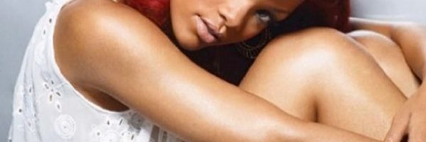 Rihanna brengt covers Stay en Pour It Up