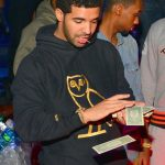 Drake strooit 50.000 dollar in stripclub