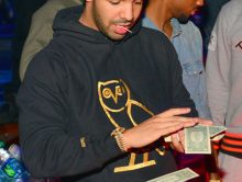 Drake strooit 50.000 dollar in stripclub