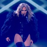 J.Lo doet Live It Up live