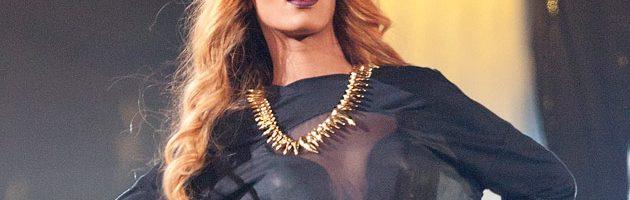 Rihanna's 'Unapologetic' platinum!