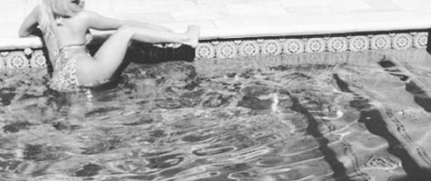 Nicki Minaj twerkt in zwembad