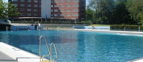 16-jarig meisje mishandeld in zwembad