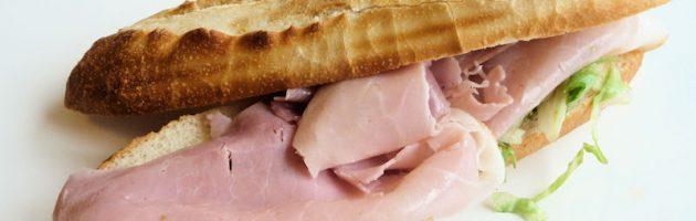 Vrouw ontslagen om broodje ham