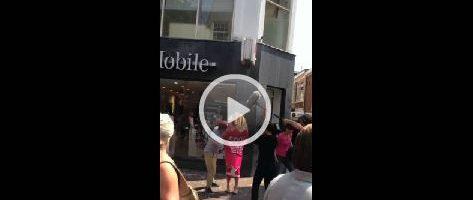 FUNNY: vrouw halfnaakt in winkelcentrum Haarlem
