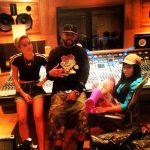 Miley Cyrus en Nicki Minaj in de studio