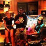 Miley Cyrus en Nicki Minaj in de studio