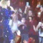 Beyonce pakt smartphone voor facetime