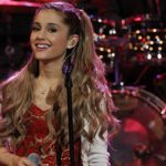 Ariana Grande doet 'Last Christmas' live