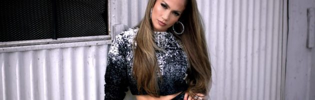 Jennifer Lopez showt booty op nieuwe cover