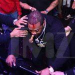 Busta Rhymes gewond na val van podium