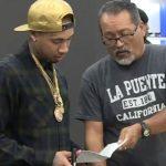 Kanye West wordt opgewacht met juridische papieren