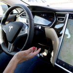 Tesla brengt 'Autopilot' update uit