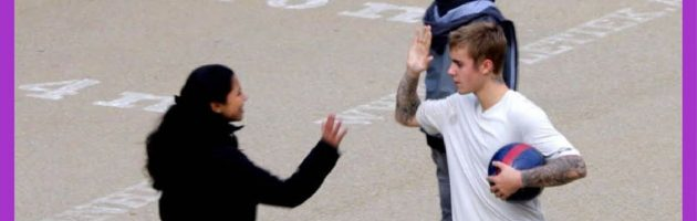 Justin Bieber voetbalt met Amsterdamse jongens