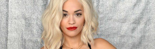 Stewardess ontslagen om foto's van Rita Ora