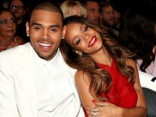 Rihanna doet sexy voor lingerie-collectie, Chris Brown reageert
