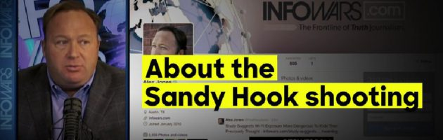 Alex Jones aangeklaagd door nabestaanden Sandy Hook