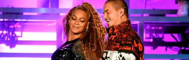 Beyonce valt op podium Coachella