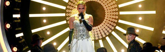 J.Lo doet 'Dinero' live tijdens Billboard Music Awards