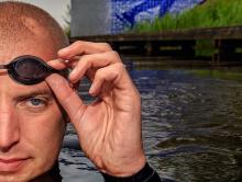 Maarten van der Weijden stopt Elfstedenzwemtocht wegens ziekte