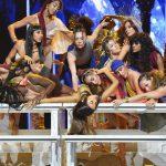 Ariana Grande doet 'God Is A Woman' live op VMAs 2018