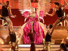 Nicki Minaj doet QUEEN medley tijdens VMAs 2018