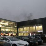 Brand bij Tesla-garage in Amsterdam