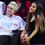 Ariana Grande doet 'thank u, next' live bij Ellen