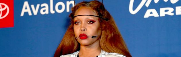 VIDEO: Erykah Badu neemt het op voor R. Kelly