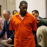Zaak R. Kelly uitgesteld vanwege nieuwe aanklachten