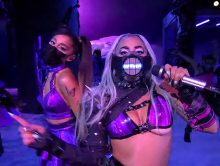 Lady Gaga en Ariana Grande doen 'Rain On Me' tijdens VMA