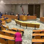 Kamer neemt motie aan: geen toegangsbewijs op terras